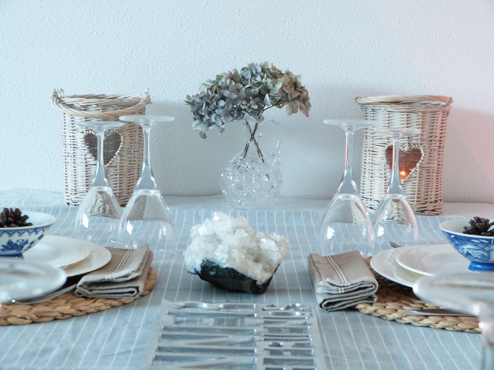 Het brocante schelpenhuisje blauwe tablescape met een oosters tintje - Oosters stof ...