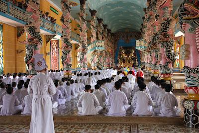 Cao Dai religious ceremony