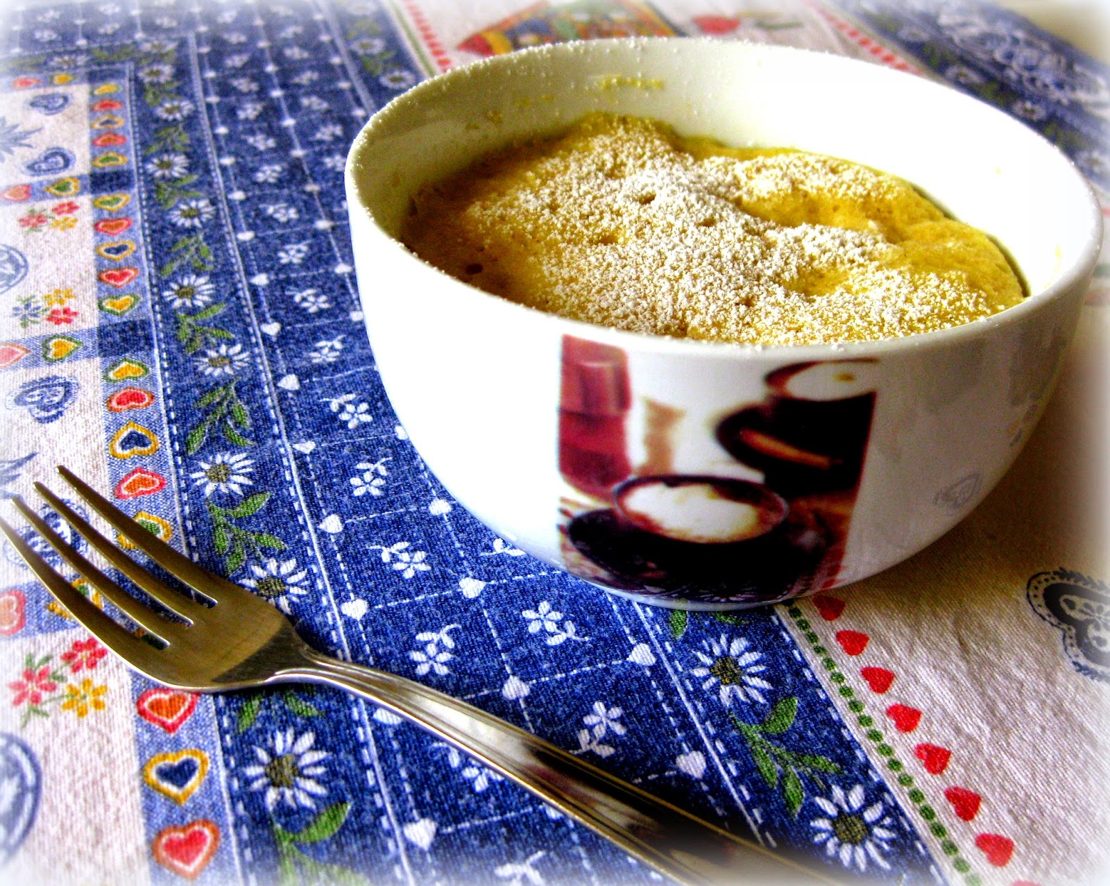 """La ricette delle Mug Cake, """"Torte in Tazza"""", stanno impazzando sul web. Quella che propongo è con mele e profumo di cannella."""