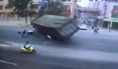 Aplastados por Camion