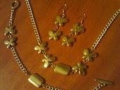 conjunto borboleta.pulseira,colar e brinco.na versao dourada e prateada