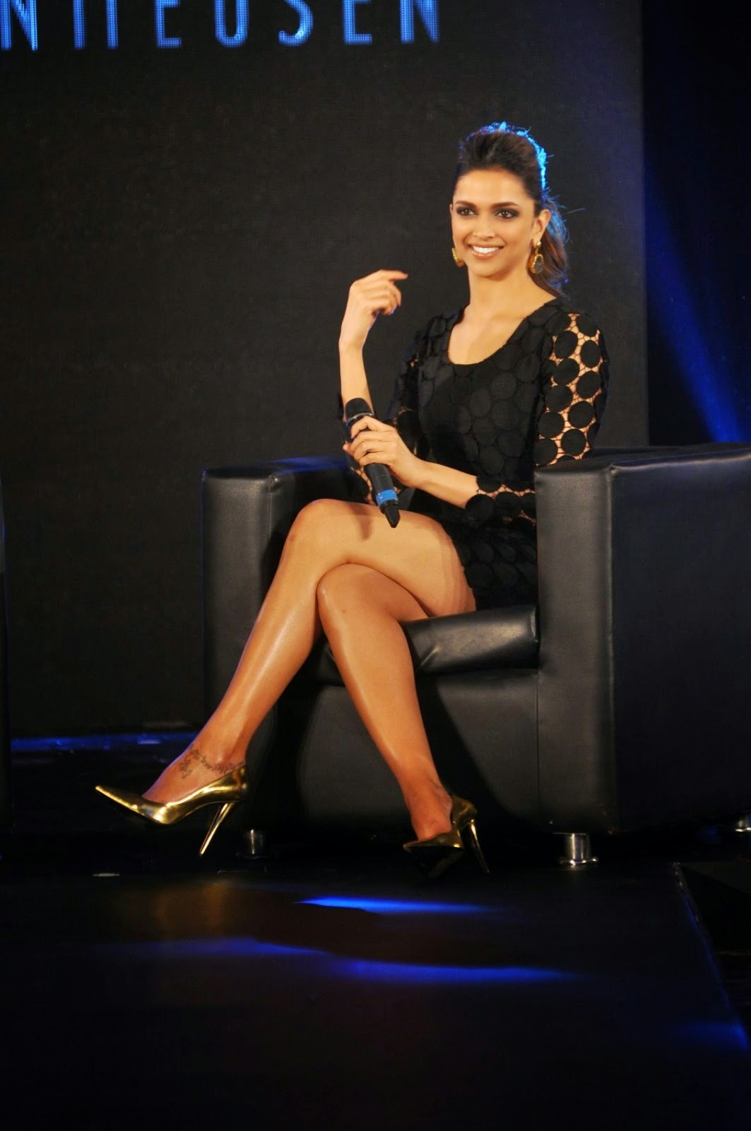 Deepika Padukone Showing Her Hot and Sexy Legs