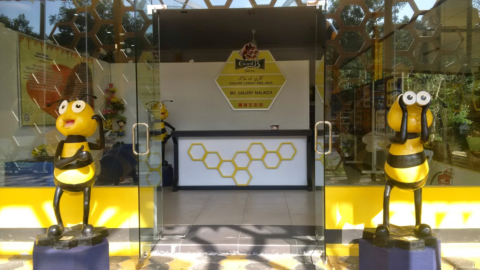 bee gallery melaka, galeri labah melaka, how the honey is made, homemade honey, hive honey, honey tasting, free entry, travel, toruism