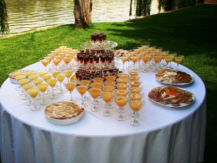 Make the Wedding day more perfect with food drinks and Cake