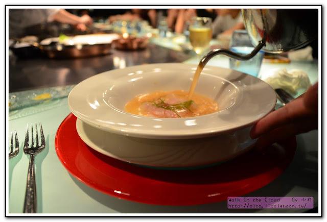 夏慕尼新香榭鐵板燒 - 象拔蚌海鮮湯淋上高湯