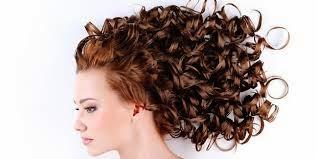 5 trik merawat rambut keriting