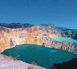 objek wisata danau kelimutu indonesia