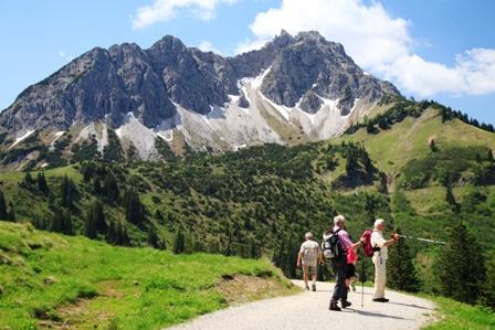 Alpen blog tannheimer tal haldensee und die bergwelt vom for Designhotel tannheimer tal