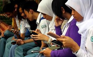 dampak negatif dan positif internet bagi remaja Saat ini perkembangan aplikasi media sosial seperti facebook, twitter dll,mengalami perkembangan yang sangat pesat baik di kalangan remaja maupun anak-anaksebagai aplikasi media sosial hal.