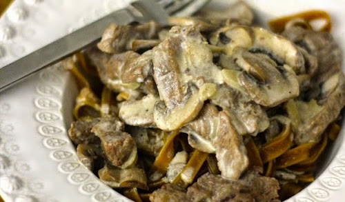 Receita de stroganoff de churrasco com cogumelos e massa
