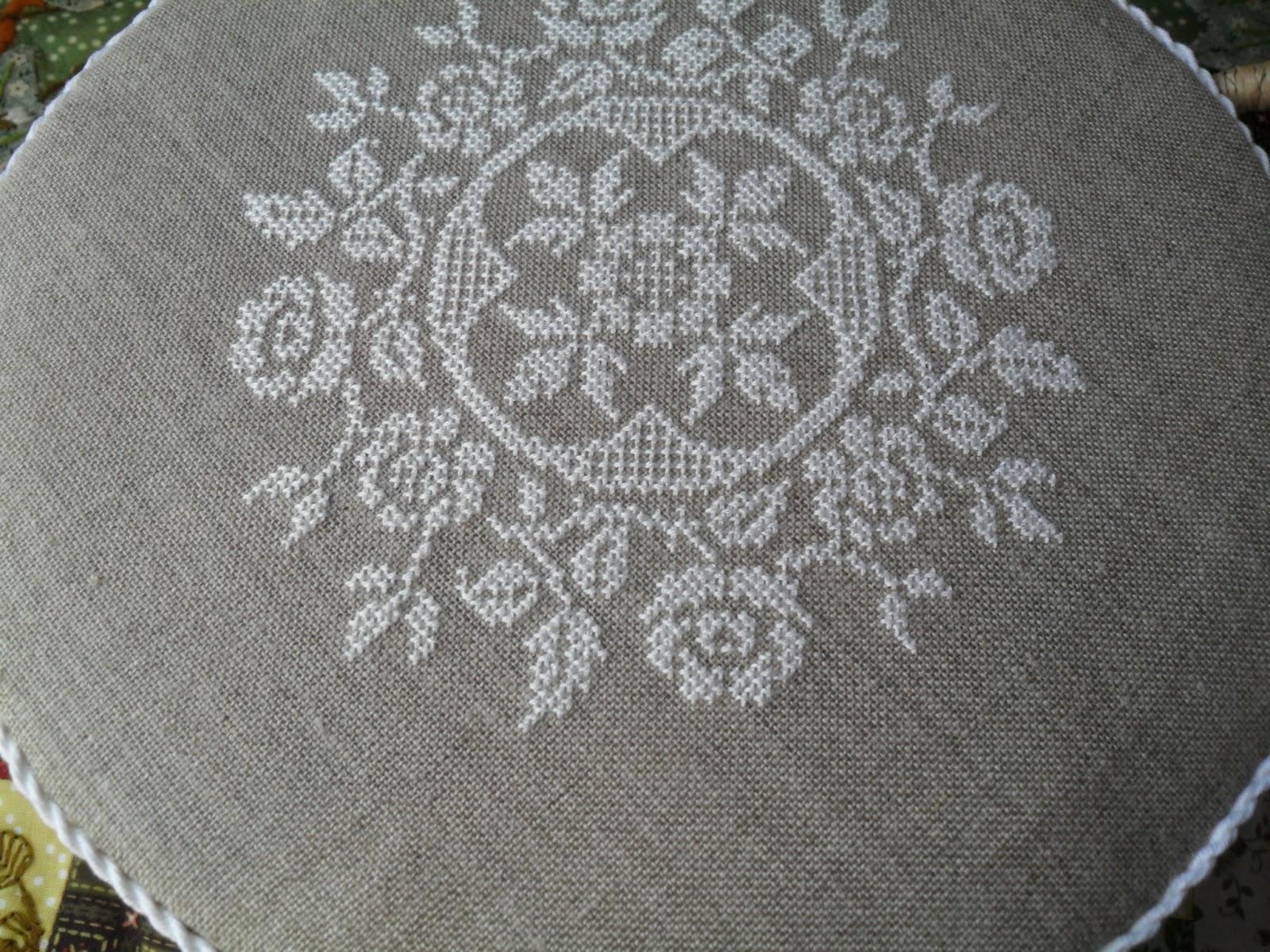 Вышивка крестиком белыми нитками