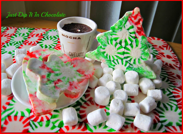 Decorating with Christmas Candy, Nothing says Christmas like the smell of sweet peppermint! make trays and cookies out of these pretty candy in just a couple of minutes