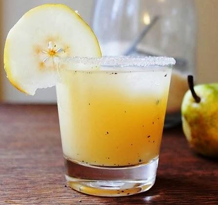 عصير الكمثرى يُحمّلُ بالمواد المغذّيةِ الرئيسيةِ الأخرى مثل الكالسيومِ والمغنيسيومِ والفسفور