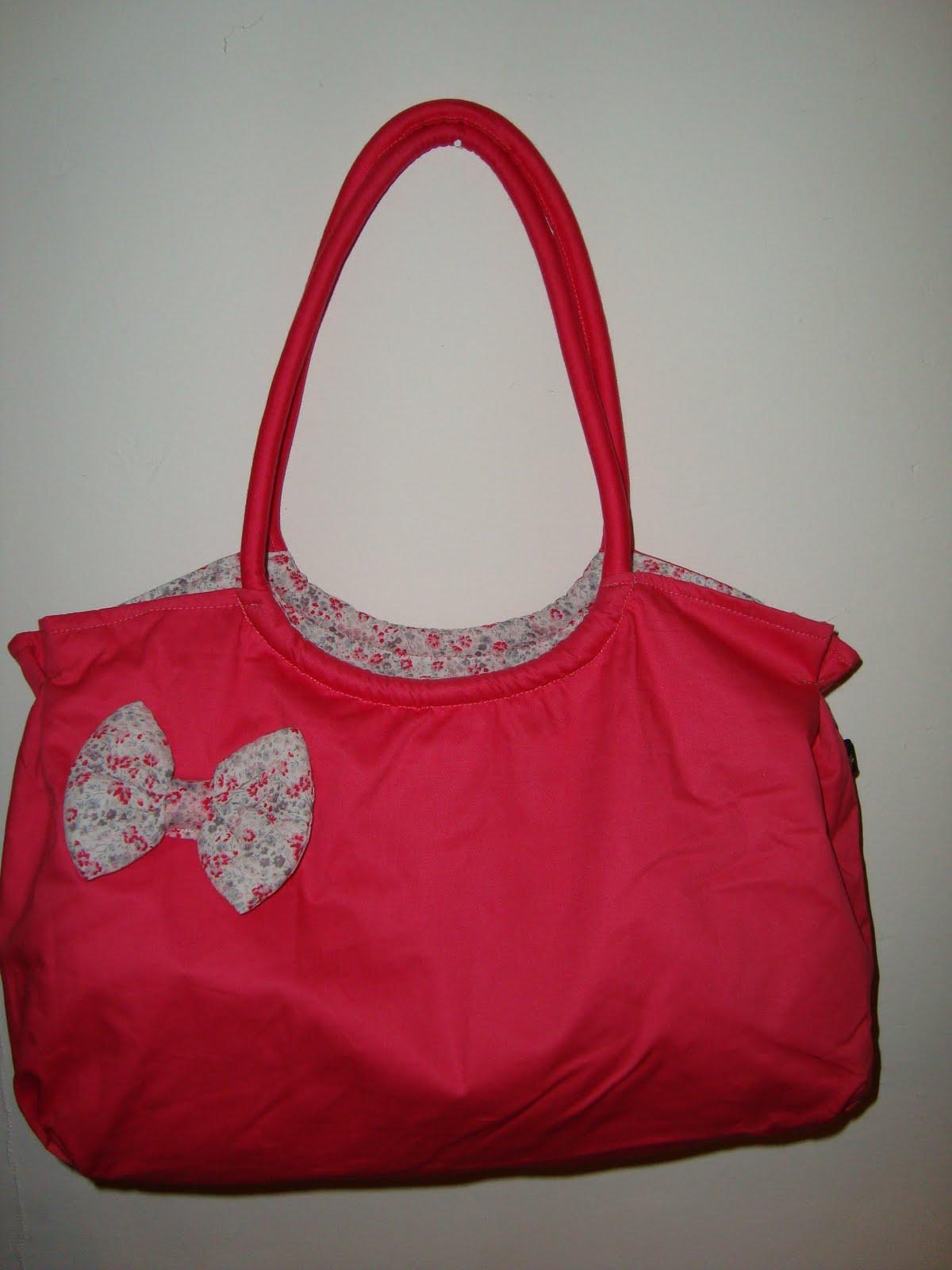 Carteras mamushka cartera de tela color rosa for Disenos de bolsos de tela