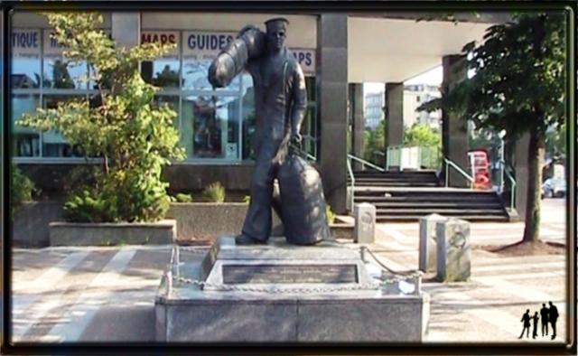 Statue de commémoration de marin dans le port d'Halifax
