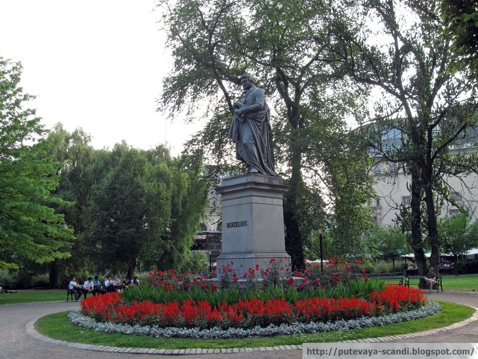 памятник Берцелиусу в Стокгольме