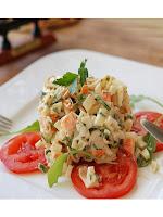 Салата с яйца с декорация от домати