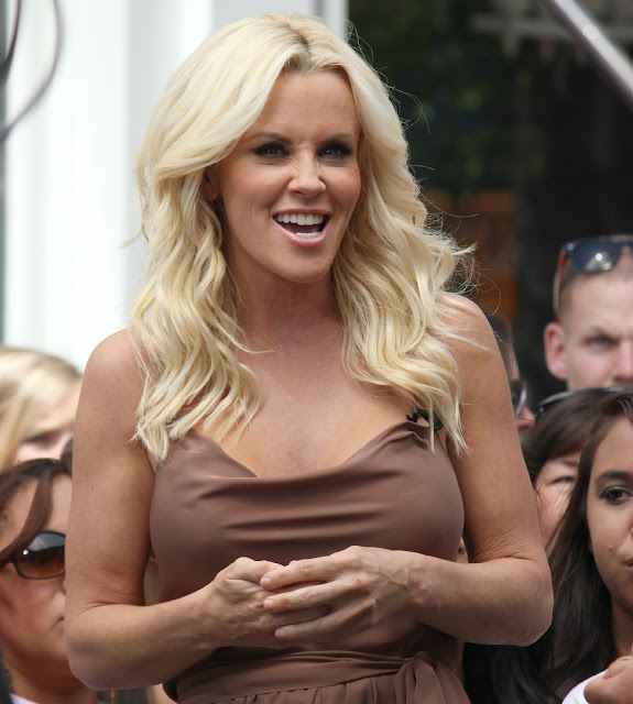 Jenny McCarthy Sends Nude pics to dentist