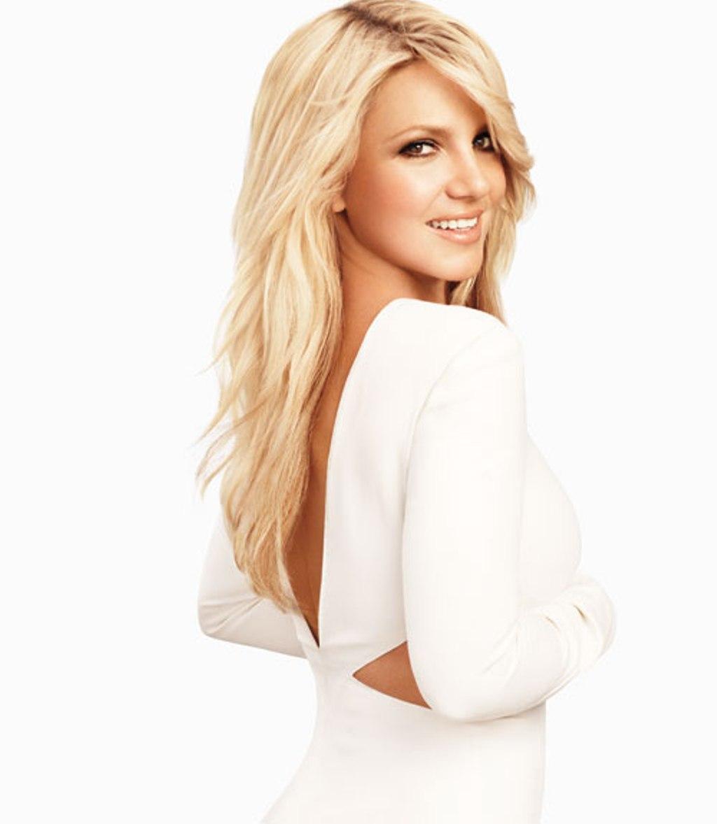 http://1.bp.blogspot.com/-HOx_wdZBMHE/TkcaXFVPp3I/AAAAAAAAATc/i8b6n6I4nZc/s1600/Britney-Spears-Harpers-Bazaar-June-July-2011-05.jpg