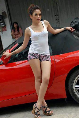 Foto Hot Profil Nikita Mirzani Seksi Tanktop dan Hotpants