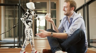 Poppy, a 3D-printed humanoid robot that defies conventions