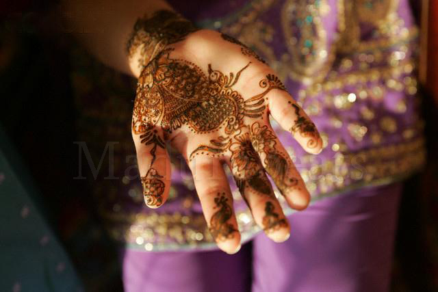 Pretty India Images - Beautiful Mehndi in a girl's hands