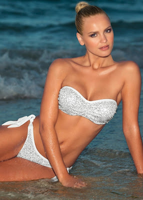 Elisandra Tomacheski hot in Venus bikini models photoshoot