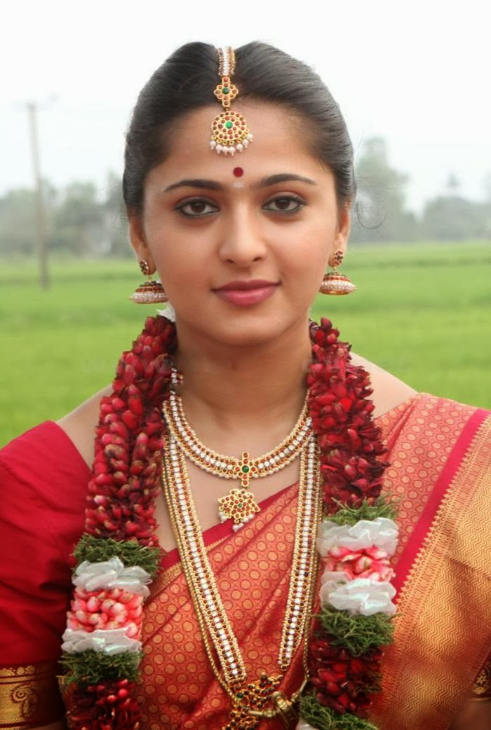 Oh Anushka Shetty Anushka Shetty Cute And Beautiful Marriage Costume Stills