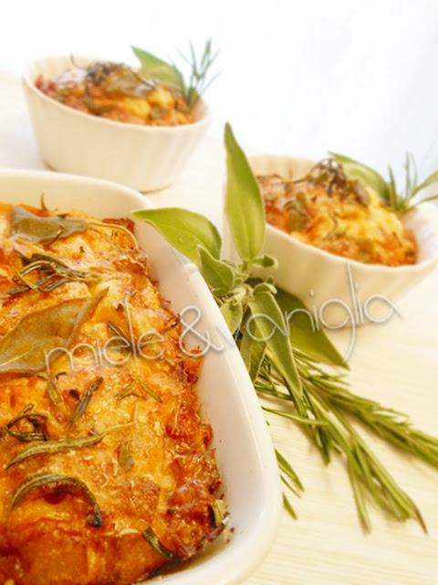 frittata al forno con patate fritte aromatizzate all'aglio  rosmarino  e salvia