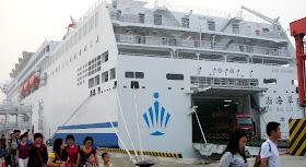Exercícios militares chineses a bordo de um ferry