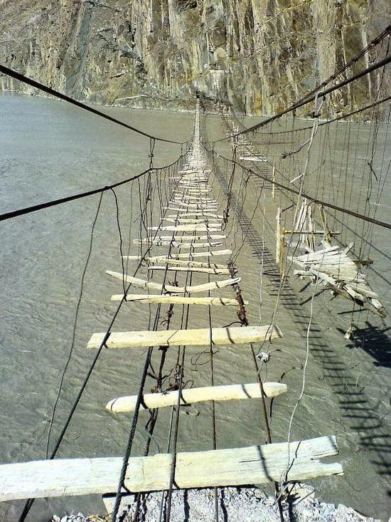 http://dangstars.blogspot.com/2014/11/10-jembatan-yang-menakjubkan-di-dunia.html