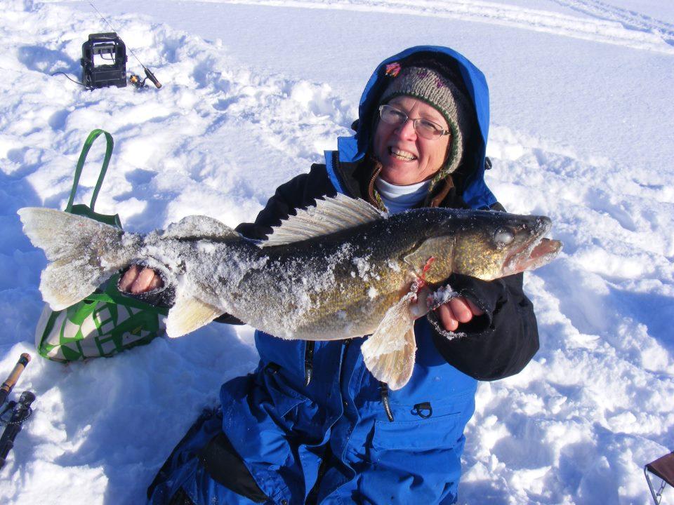 Lake of the woods northwest angle fishing report 2 04 for Lake of the woods ice fishing