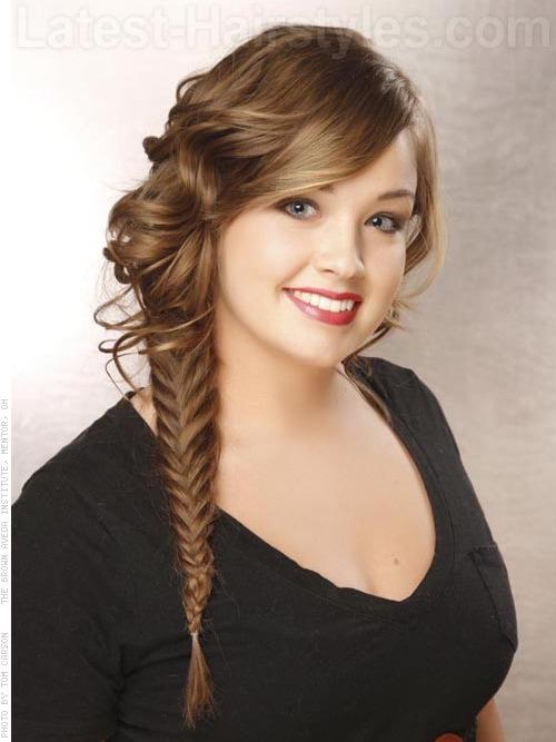 para hacer las ondas suaves las armamos con los dedos para darle volumen al peinado si tu cabello es lacio hacemos las ondas con la plancha