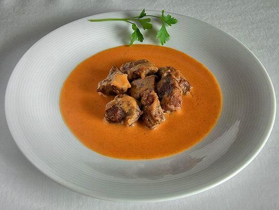 Carrilleras de ibérico con salsa de tomate y puerro