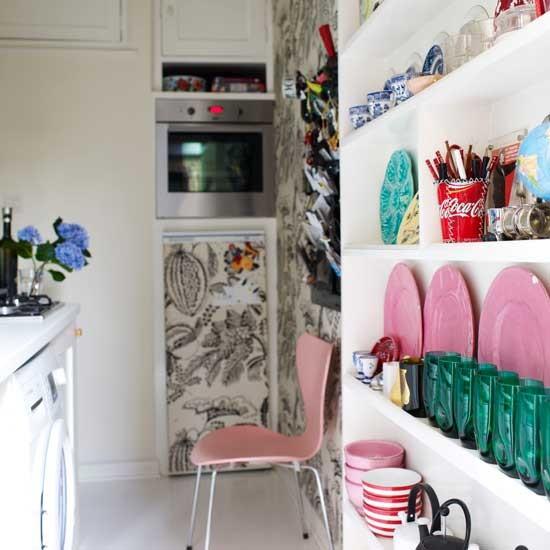 Modernes Design plus Antiquitäten, Weiß mit Toile de Jouy Muster - so gelingt farbenfrohes Wohnen und Leben