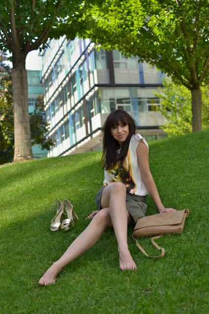 Playback? Better live!_Katharine-fashion is beautiful_Mestská džungľa_Zlaté sandále_Kakhi šortky_Animal print_Katarína Jakubčová_Fashion blogger