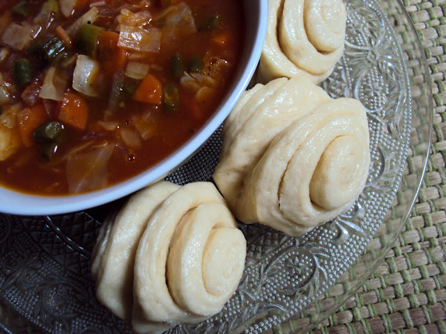 steamed Tibetan bread : Tingmo ... and a sweet sour spicy vegetable curry