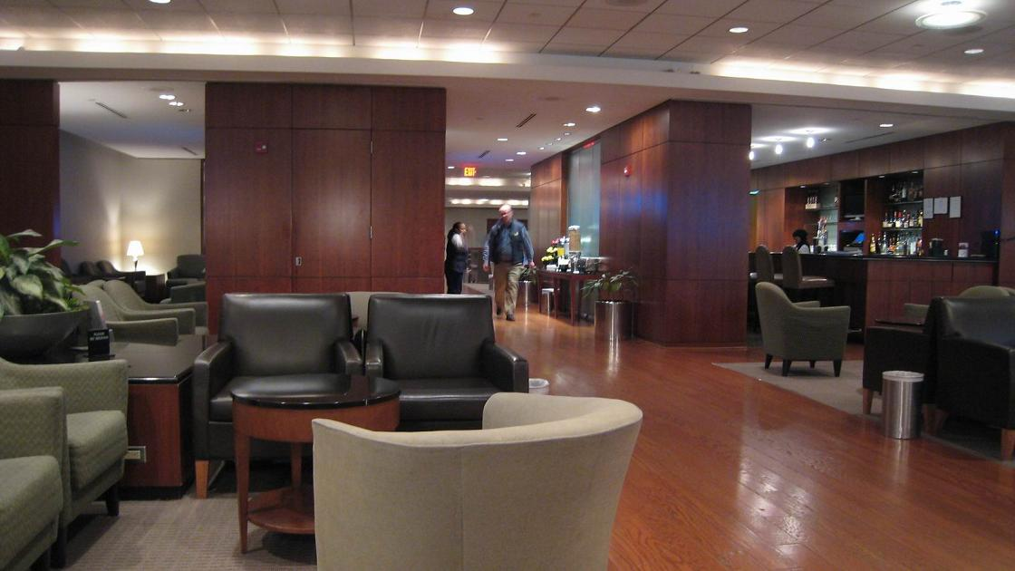 Airlines Flight United Red Carpet Club Dulles Airport