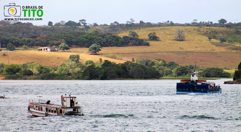 Rio São Francisco que nesse trecho é muito utilizado para transporte de pessoas e carga entre os estados de Sergipe e Alagoas