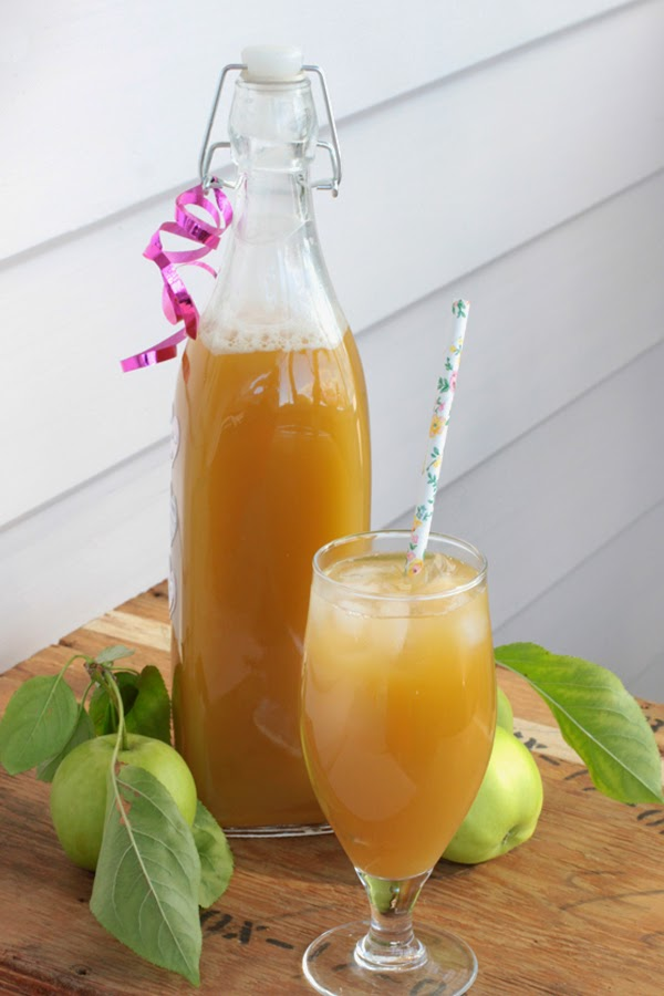 fresh homemade apple cider using whey lacto fermented non alcoholic bit square. Black Bedroom Furniture Sets. Home Design Ideas