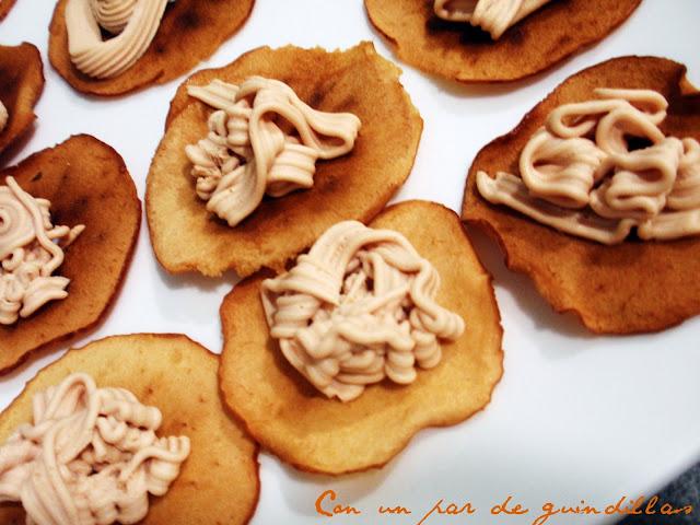 Chips de manzana con mousse de foie