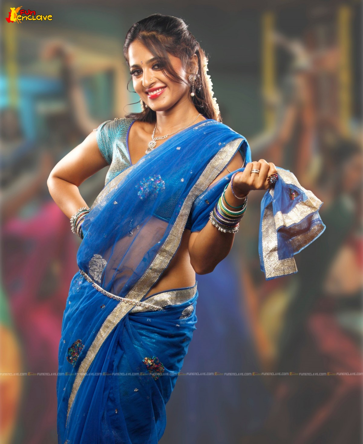 Hot Actress Pictures: Anushka Shetty Hot Saree