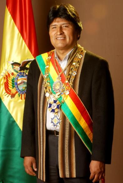 Evo Morales con banda presidencial