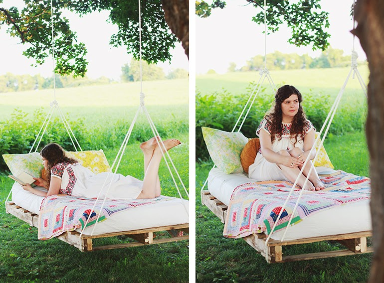 Diy pallet swing bed handy diy for How to make a pallet porch swing
