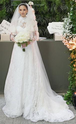vestido de noiva com rendas bordados e véu curto Martha Medeiros
