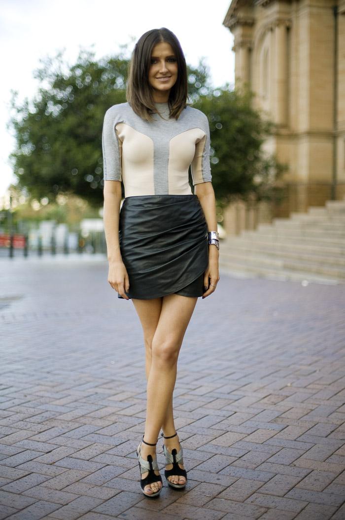 MY FASHION TRICKS: STREET STYLE: Black leather skirt!