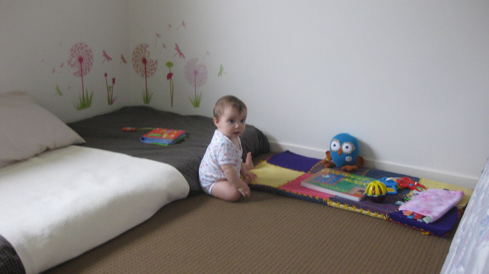 Twins and montessori evolving spaces bedroom and floor beds for Floor mattress
