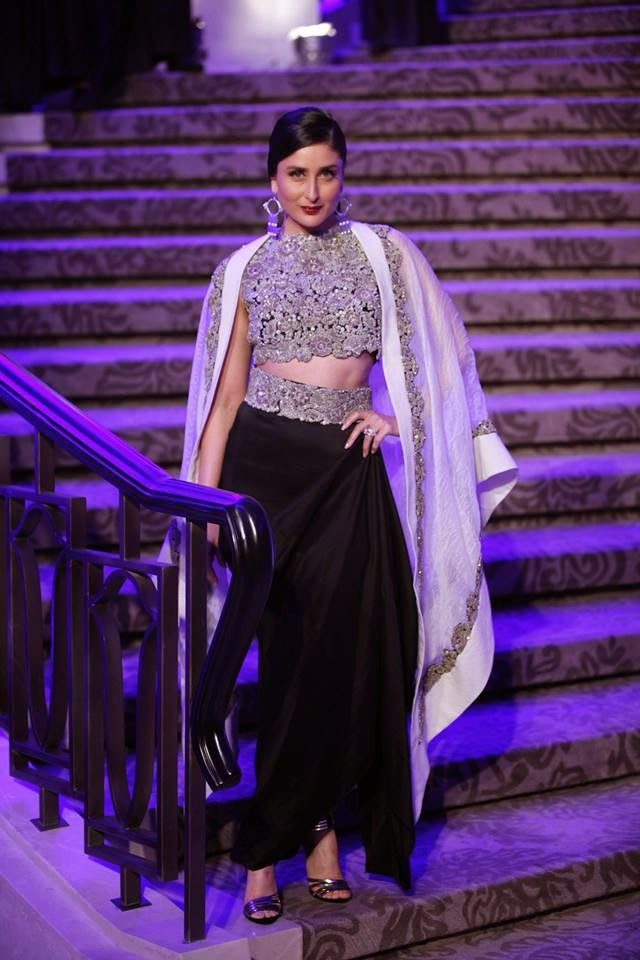 Celibrity Showstoppers at Indian Fashion Weeks | Kareena Kapoor walking for the Grand Finale of Lakme Fashion Week 2015