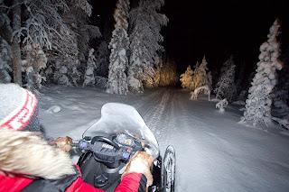 sneeuwscooter lapland noorderlicht trip