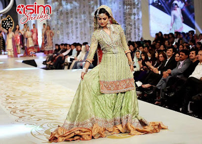Ayeza Khan, on ramp, in Bridal Couture Week 2013, for the first time! - Pakistan celebrities